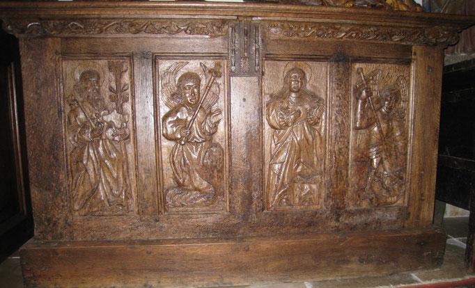 Spätgotische Truhe, Mitteldeutsch um 1500, Eiche geschnitzt