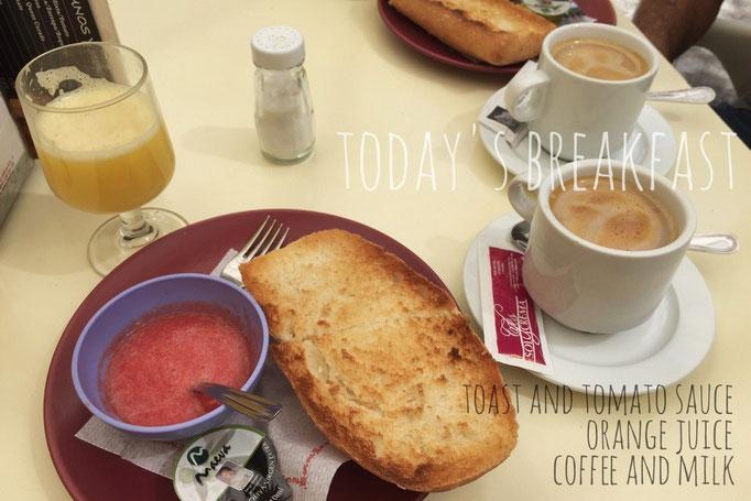 この日はカフェで朝ごはん バゲットにはトマトペーストが付いていて 各自でのせるスタイル
