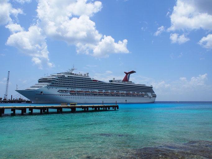 カリブ海に浮かぶ私たちのクルーズ船