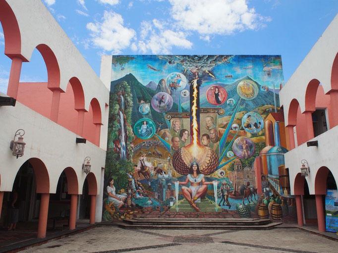 テキーラの町でこんなカラフルな壁画を発見 芸術は爆発だ!状態(笑)