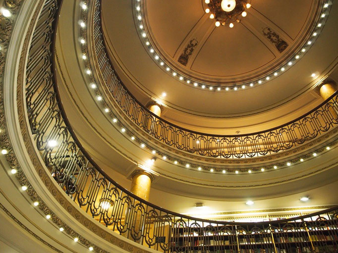 ブエノスアイレスへ来た目的の1つでもある エル アテネオ グランド スプレンディドという本屋さんへ