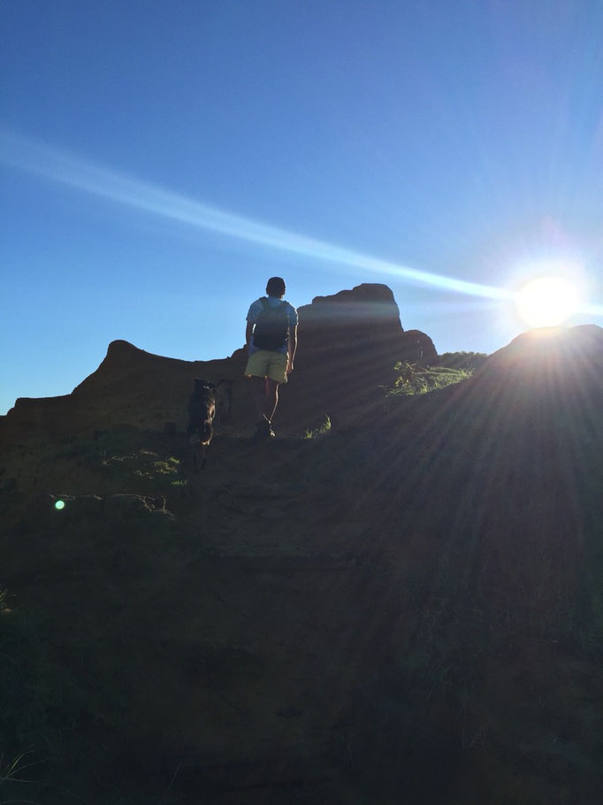 """日の出を観た後はモアイの切り出し山""""ラノララク""""へ"""