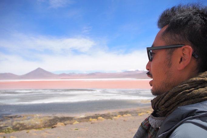 不思議な色の湖 なんでこんな色なんだろう?