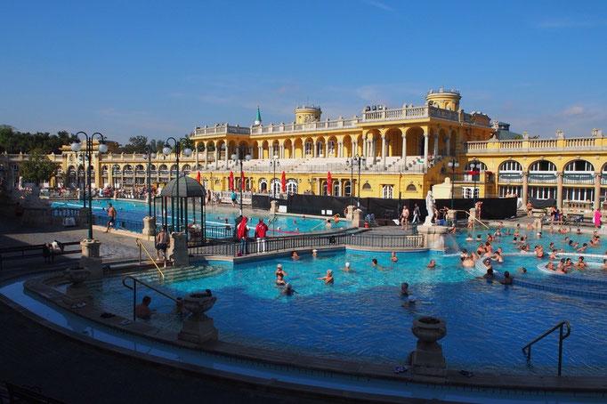 この日はヨーロッパ最大級の温泉施設 セーチェニ温泉へお出かけ