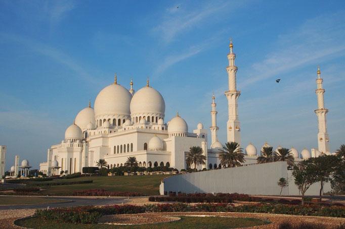 この日はドバイから日帰りで アブダビにあるシェイクザイードグランドモスクへ。
