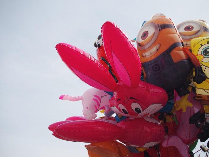 あっという間に待ち合わせ時間に 急いで向かわないと...と思いつつ かわいい風船を見つけてパチリ☆