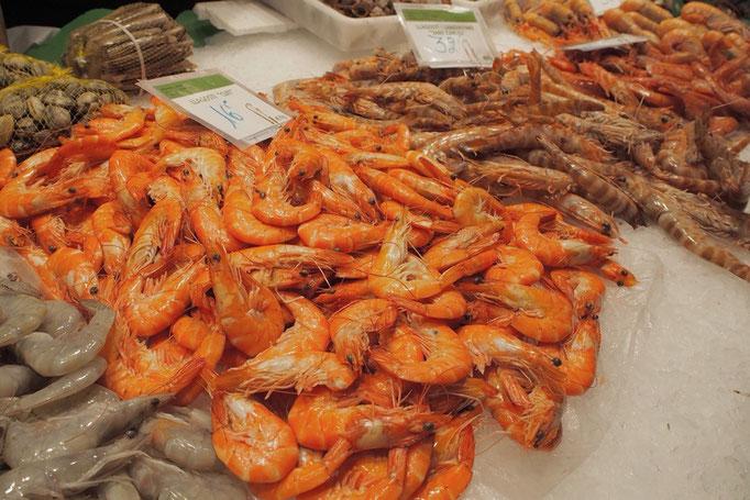 ボケリア市場(サンジョセップ市場)には新鮮な海鮮や野菜 もちろん生ハムなどの食材がたくさん