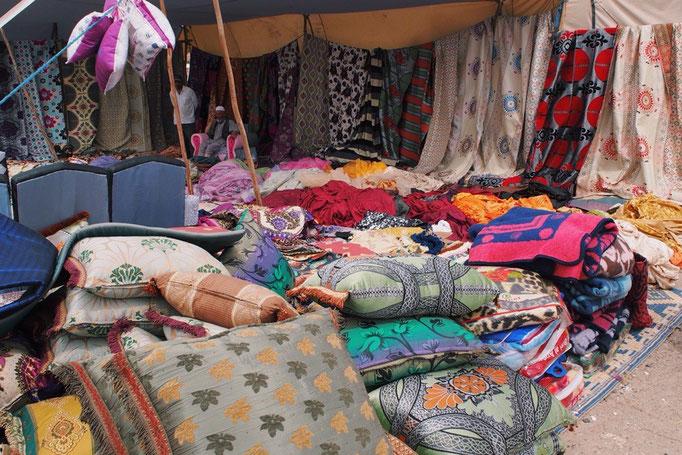 月曜市ではありとあらゆる物が並んでいて 中でもモロッコの家具のお店がかわいかった♡