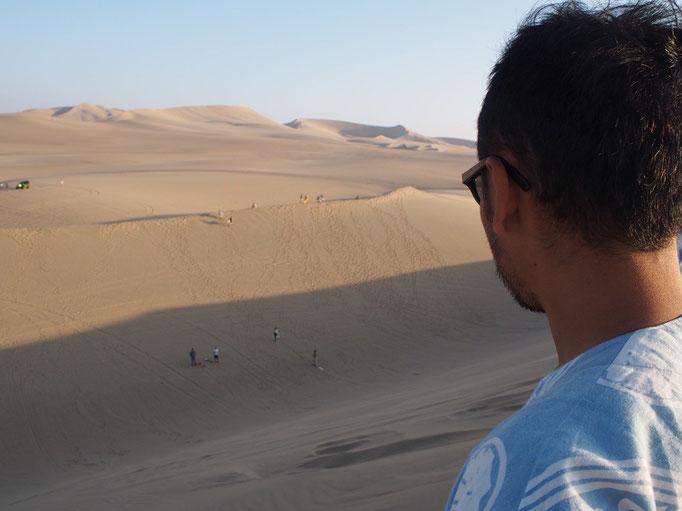 サンドボードではこの砂丘から滑り降ります この高さ約20m(もっと?)