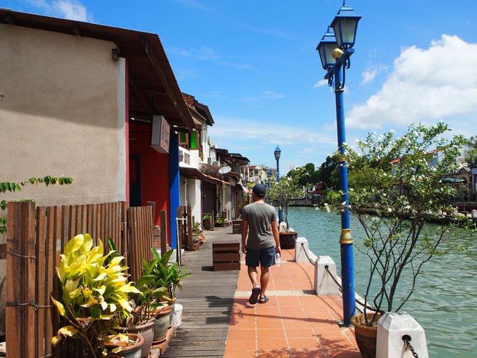 マラッカの街は 川沿いに小さなカフェや かわいいホステルがあったり とてものんびりな雰囲気