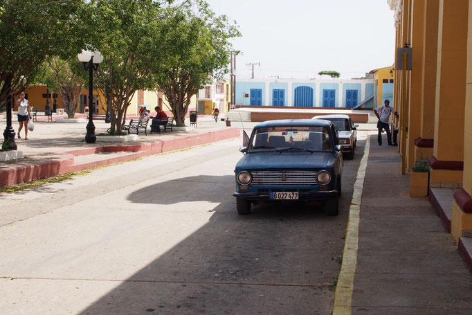 トリニダーの町も町並みとクラシックカーの雰囲気がとても素敵