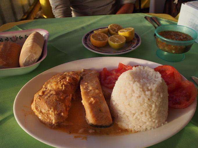 サンティアゴからバスに乗りラセレナへ 到着してすぐに食べたサーモン...おいしかった♡