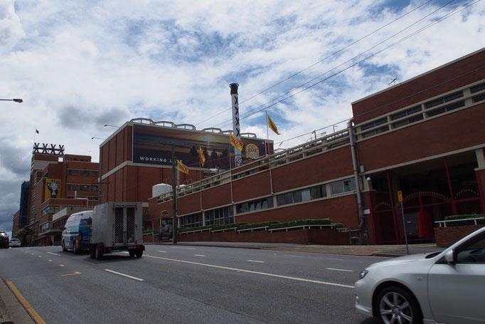 """ブリスベンでは地ビール""""XXXXビール""""の工場見学へ"""