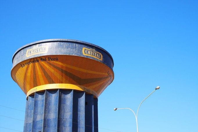 """ペルーでよく見る""""CRISTAL""""ビールの柱(?) どどーん!"""