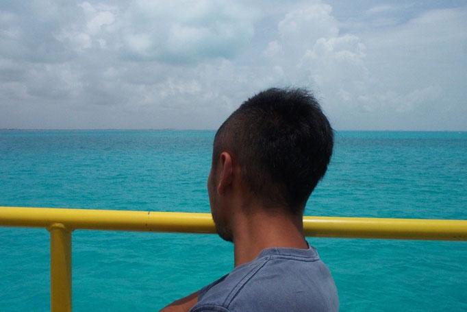 フェリーに乗りカンクンへ カリブ海で泳ぐのももう今回で最後かなぁ...なんて思いつつ 重い腰を上げて出発