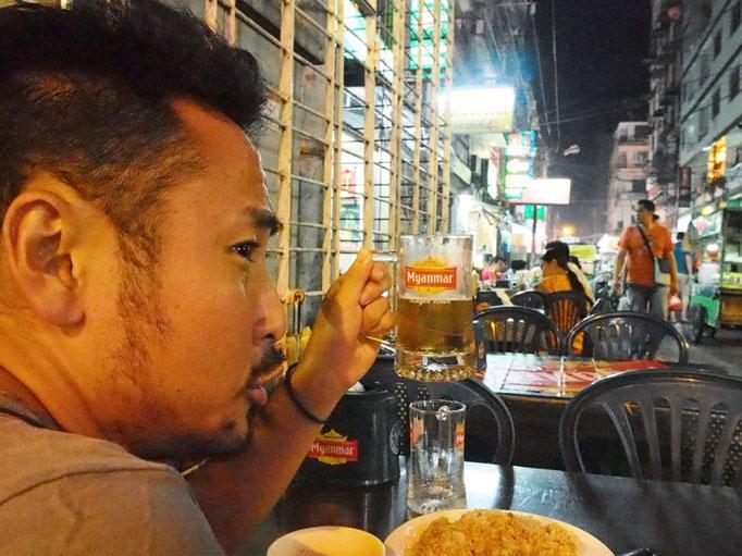 ミャンマーでの最後の晩ごはんは やっぱり串焼きとビールで乾杯♡