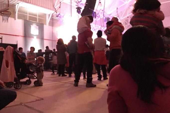 エルチャルテンでは町のお祭りに参加 大自然が似合わないくらい 照明と音響がしっかりしたライブが行われていてびっくり(笑)