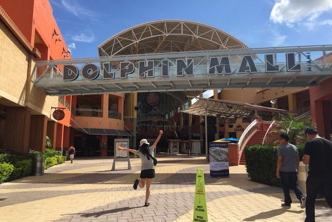 """""""マイアミと言えばショッピングモール! """"ということで今回はドルフィンモールというショッピングモールへ"""