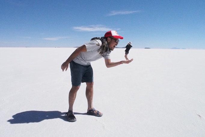 お昼ごはんの後はウユニ塩湖でトリックアート た...た...たべられるー!!