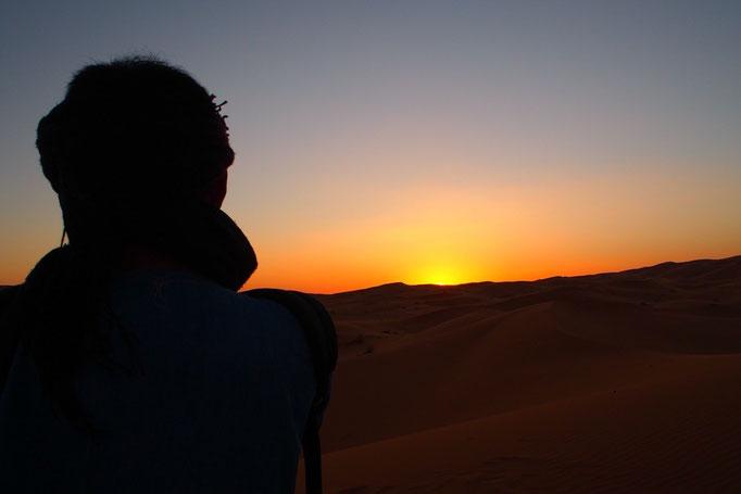 自然の光と風の音しかない世界 刻一刻と変わっていく太陽と空の色に時間を忘れてぼんやり
