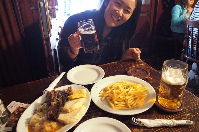 """この日のお昼ごはんはチェコの名物グルメ""""Vepro knedlo zelo"""""""