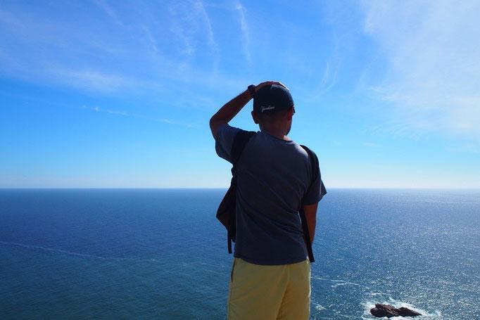 岬に立つと目の前に広がるのは海と空だけ 海と空が境界線の色合いが曖昧な感じが好き