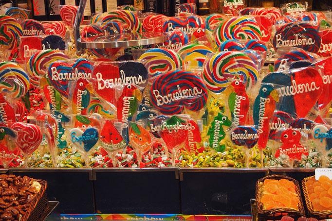 バルセロナの文字が入った こんなかわいいアメも売られていたりして