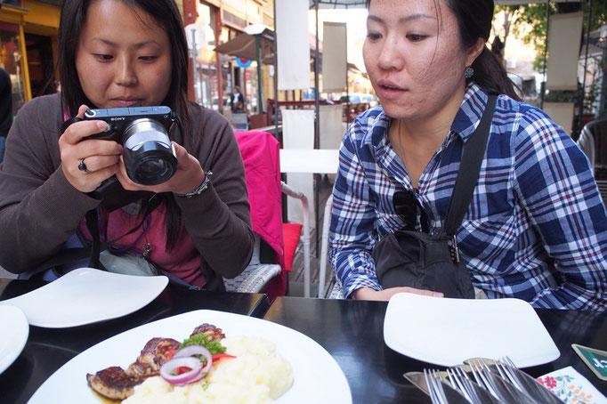 なかなか食べることがないフォアグラに みんなで写真大会(笑)