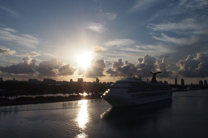 翌日クルーズ船がマイアミ港に到着 あっという間の8日間 中米の予習も兼ねたクルーズはとても充実した毎日でした