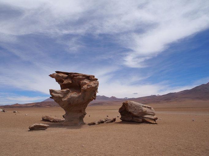 おもしろい形の岩 旦那さんはこの岩でトリックアートも撮っていました