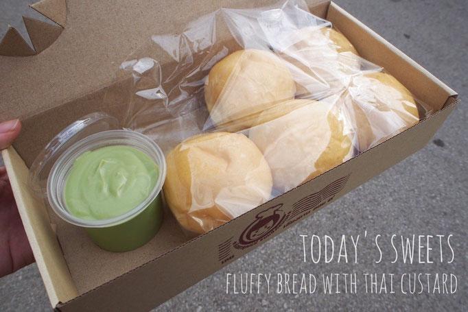 この日のおやつは サンカヤーと呼ばれるタイ風カスタードクリームと ふわふわパンのセット