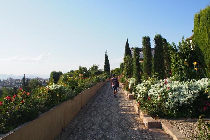 最後はヘネラリフェへ ヘネラリフェはナスル朝の離宮で 代表的なイスラム庭園がある場所