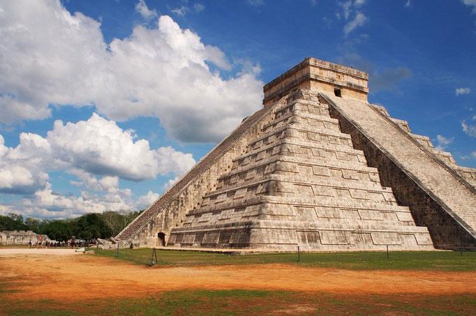 ようやくたどり着いたチチェンイツァー ピラミッドがそのままカレンダーとなっているエルカスティージョ