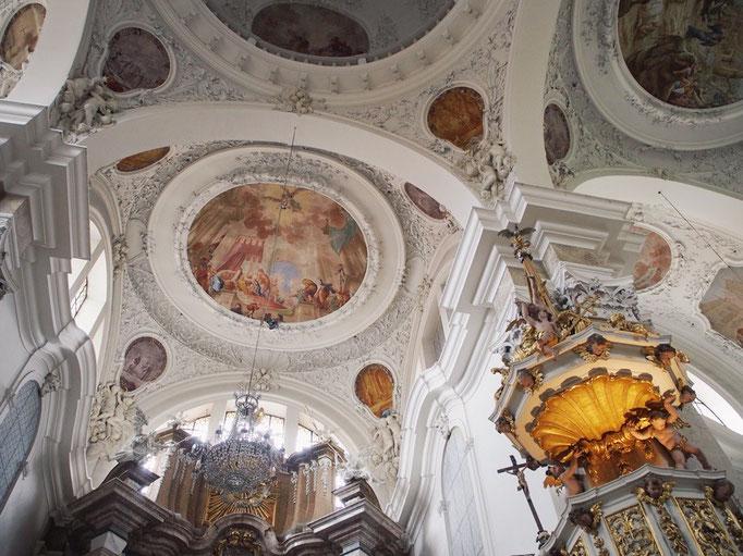 フュッセンに到着 チェックインの時間まで町をお散歩した時に訪れた教会 シンプルな色使いの空間