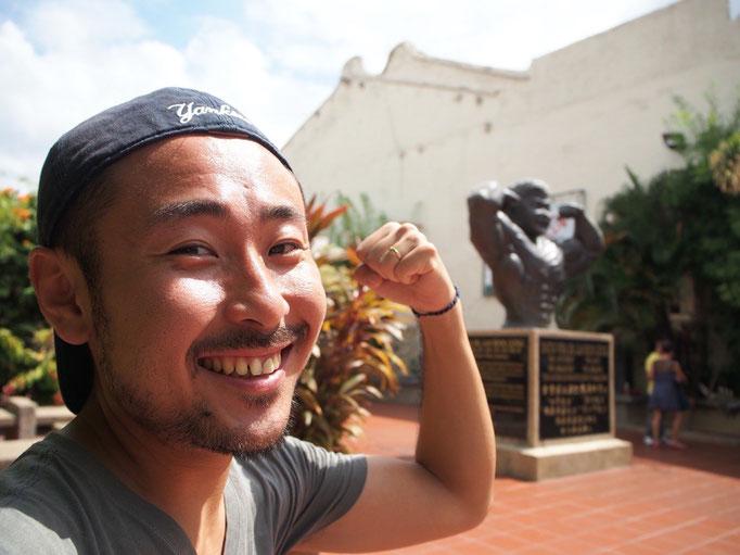 マラッカの街の中には こんなマッチョな銅像がたくさんある場所も(笑)