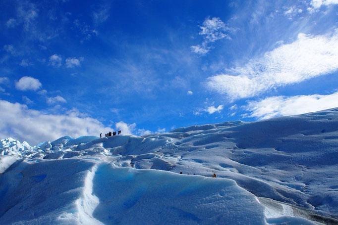 いよいよ氷河の上をトレッキング開始
