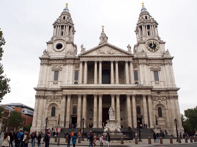ロンドン最終日はバスターミナルまでお散歩しながら観光を まずはセントポールズ大聖堂
