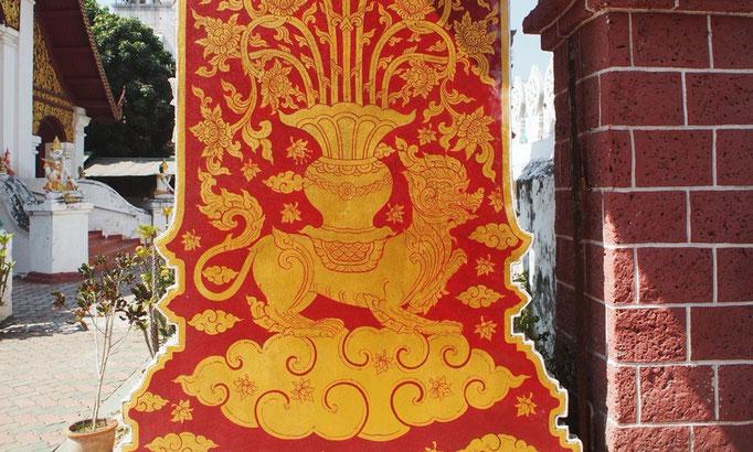 寺院がたくさんの中 装飾がたくさんの門をくぐってみると 門の内側にもこんな素敵な装飾が♡