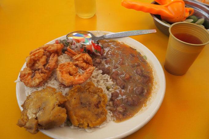 """クエンカではペルーのような""""menu(スープとメインのセット)""""を見なくなってさみしいけれど ここもごはんがおいしい♡"""