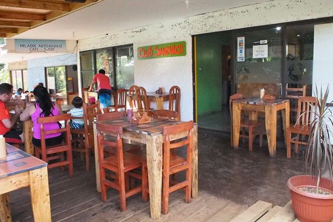 イースター島のおいしいエンパナーダ屋さん クラブサンドイッチ