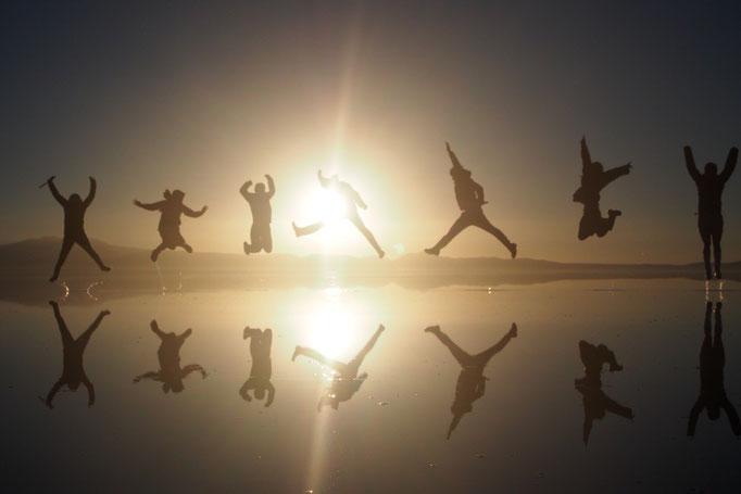 ウユニ塩湖の日の出