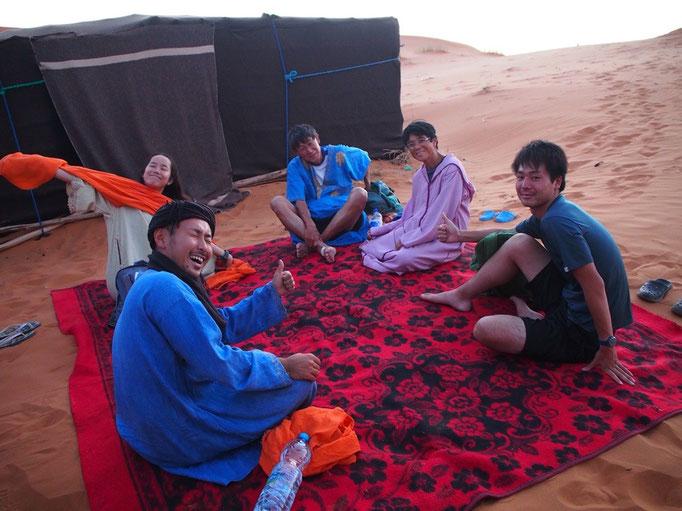 この日の滞在場所は砂漠の中 たどり着いたらのんびりタイムのはじまり