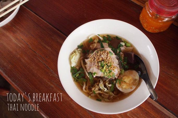 この日の朝ごはんは しっかりと出汁がとられたスープに 薬膳っぽい風味も感じられる 身体に嬉しいラーメン