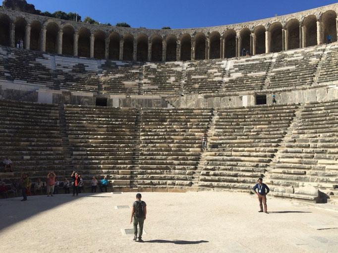 ランチ休憩をした後に向かったのはアスペンドス遺跡 紀元前2世紀に作られた円形劇場