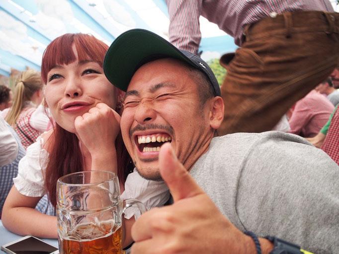マスジョッキサイズのビールも3杯目になる頃には 完全に酔っ払いな雰囲気に