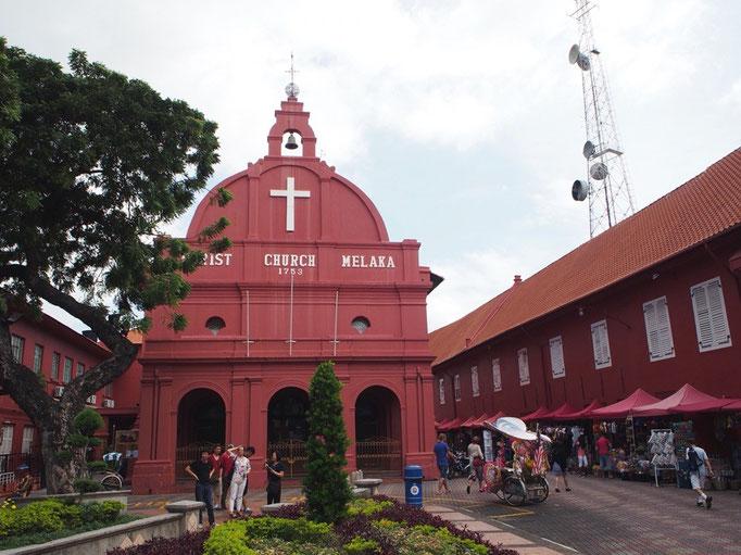 マラッカにある ピンク色のキリスト教教会は 独特なオランダ建築を今に残しています