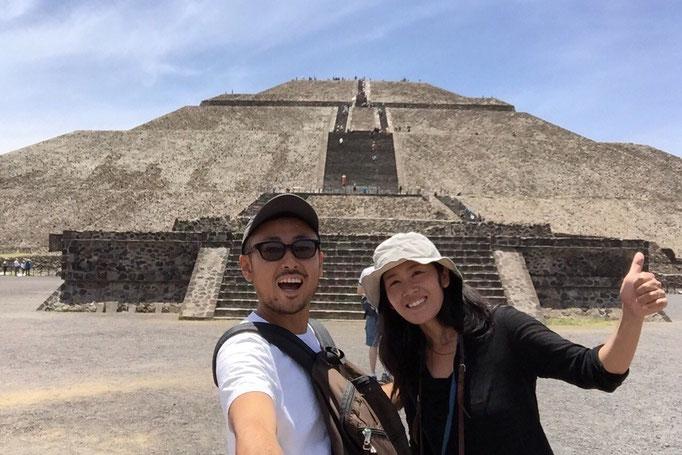 高さ65m 底辺の1辺の長さが225mある巨大な神殿 がんばって上まで登ります