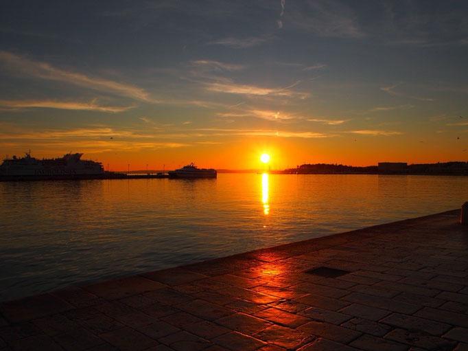 海も空も黄色く染まって 夕焼け鑑賞会のはじまり