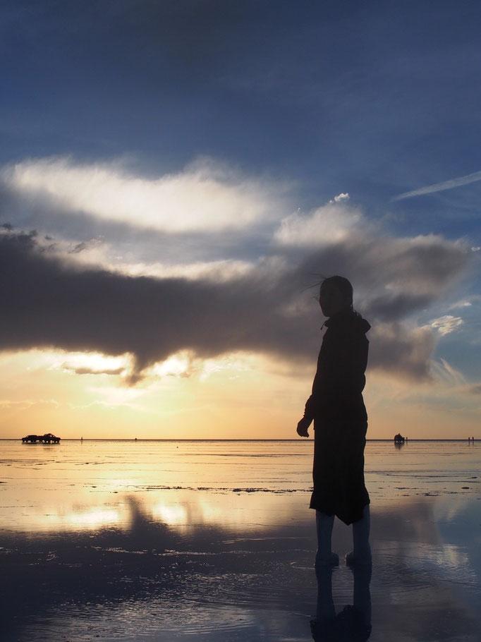 刻一刻と変化する空と水面の色に目が離せない