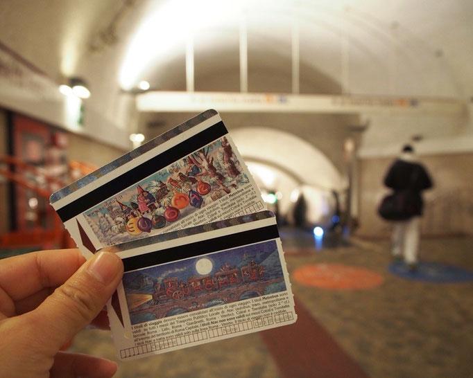 この日は地下鉄に乗ってお出かけ 地下鉄のチケットはそれぞれ絵柄が違って どちらもクリスマス柄